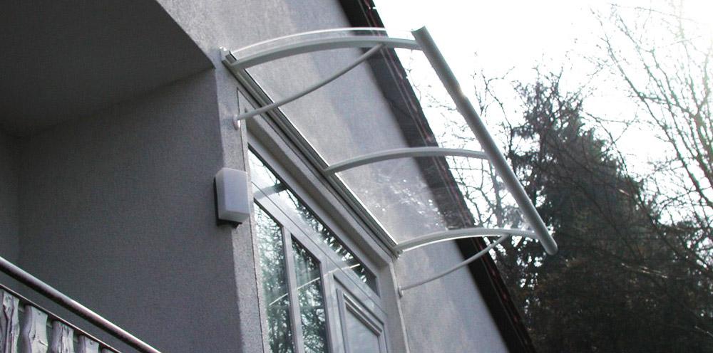 02-Aluminium-Vordach-in-Weiss